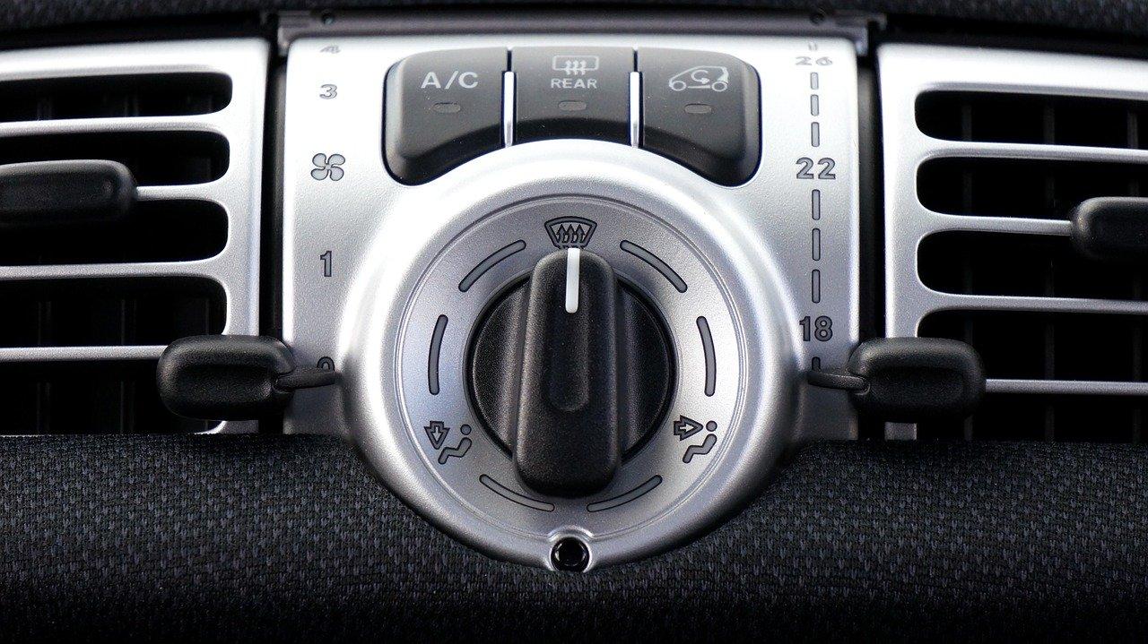 car-1458837_1280[1].jpg